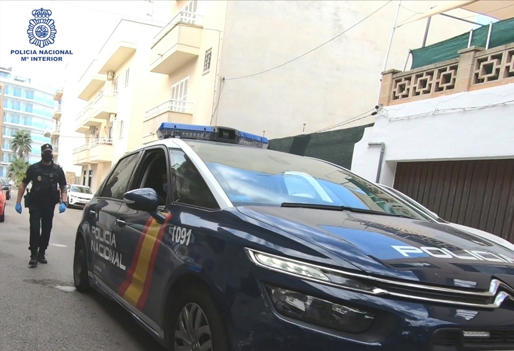 Escala por la fachada para entrar en la vivienda de su pareja, en Palma
