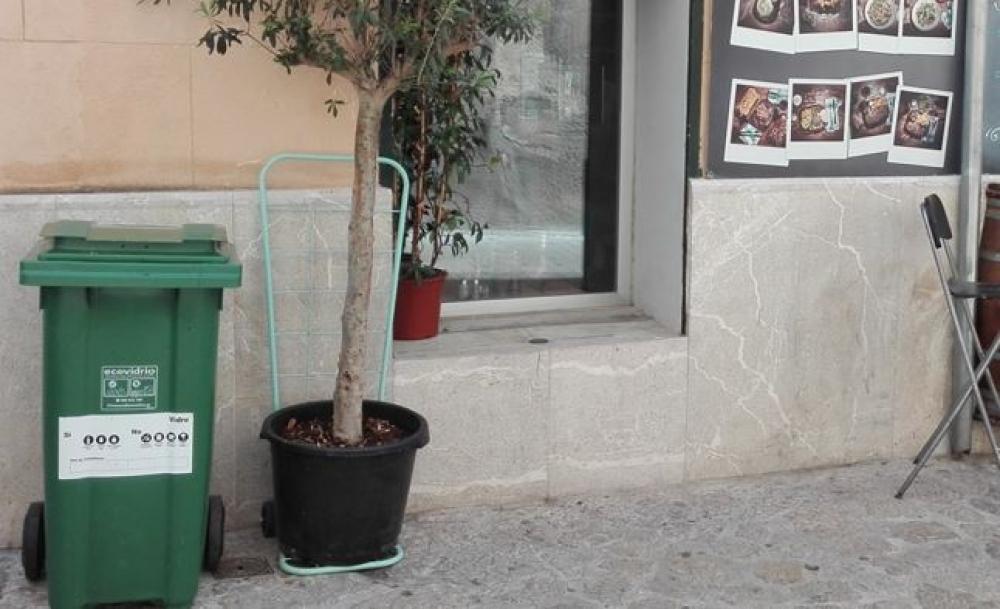 EMAYA y Ecovidrio promueven el reciclaje de vidrio en los establecimientos de restauración del centro histórico de Palma