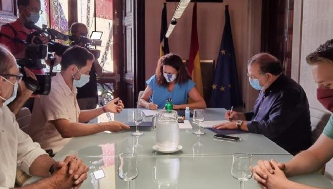 El Consell y el Ayuntamiento de Calvià firman un convenio de cesión de los terrenos para instalar la nueva estación de ITV móvil