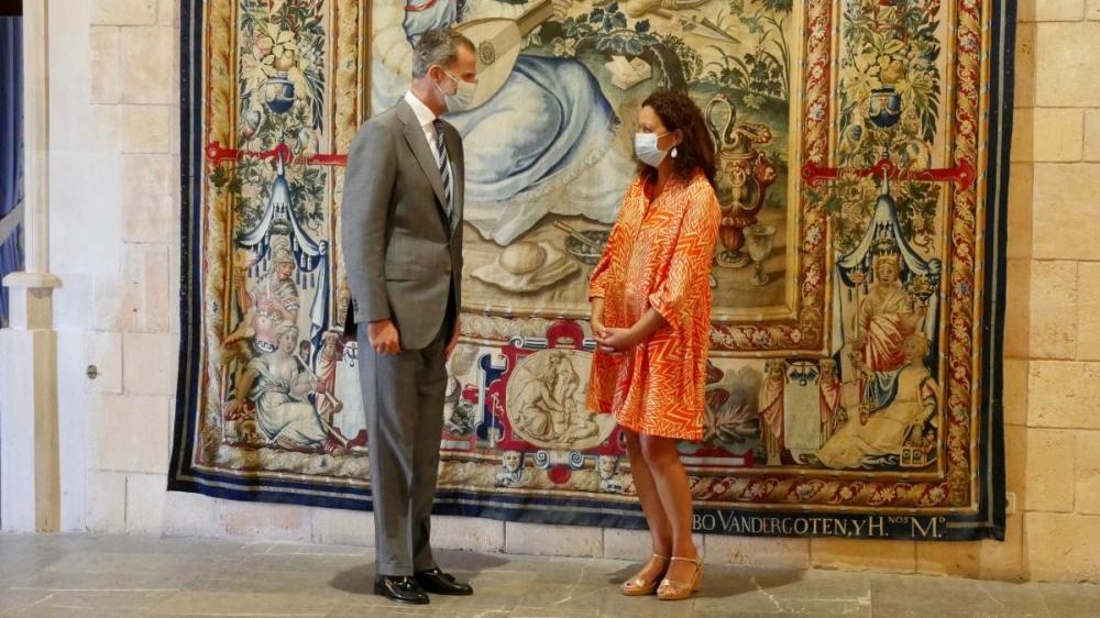 La presidenta del Consell  traslada al Rey Felipe VI un mensaje de preocupación por la situación económica