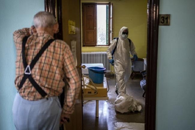 Salud detecta un brote de COVID-19 en la residencia DomusVi Costa d'en Blanes que afecta a 55 usuarios