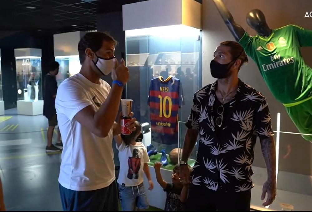 Sergio Ramos visita la Rafa Nadal Academy by Movistar