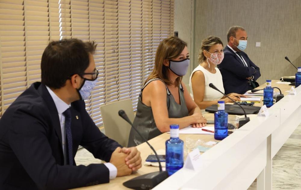 Armengol se reune con la ministra de trabajo y miembros de exceltur
