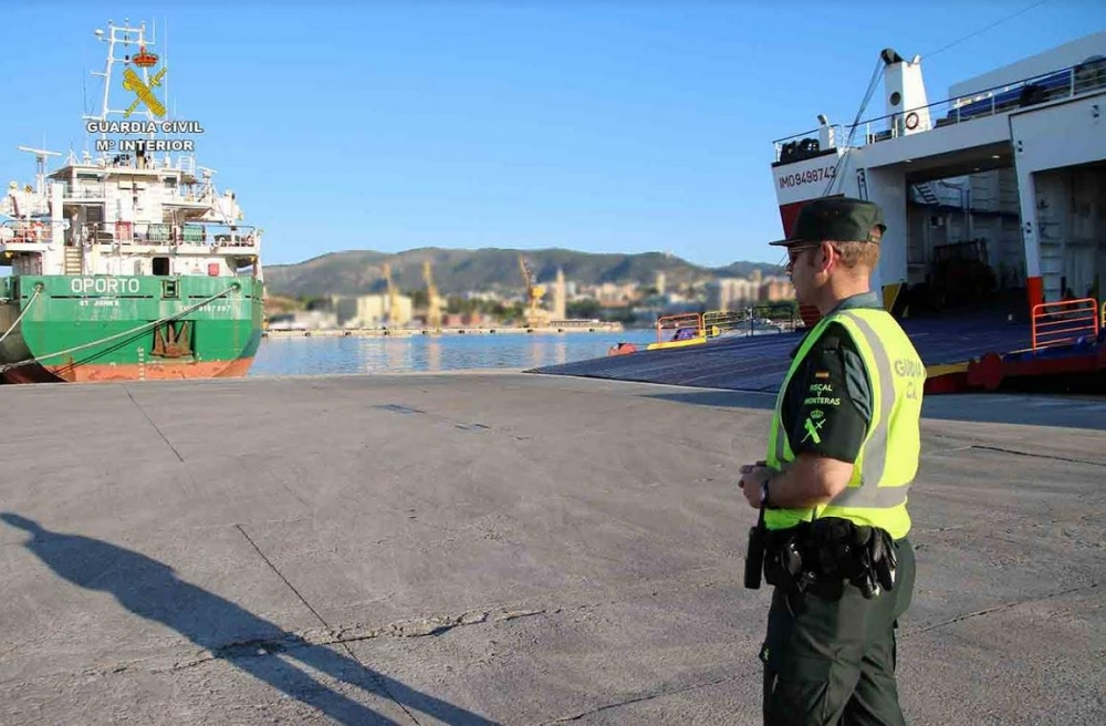 Detenido cuando se disponía a abandonar Ibiza con un ordenador y 8 teléfonos móviles sustraídos