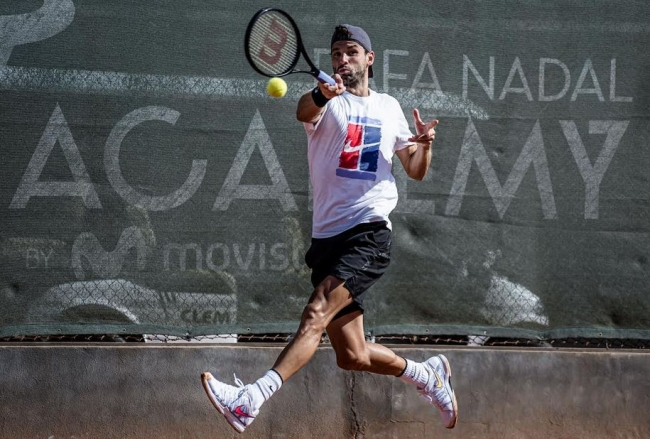 Grigor Dimitrov entrena en la Rafa Nadal Academy by Movistar