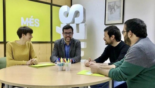 MÉS se compromete con Esquerra a seguir 'acompañando al pueblo de Cataluña en el camino hacia la autodeterminación'