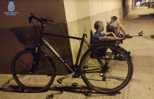 La Policía Nacional detiene a dos jóvenes por el robo de una bicicleta
