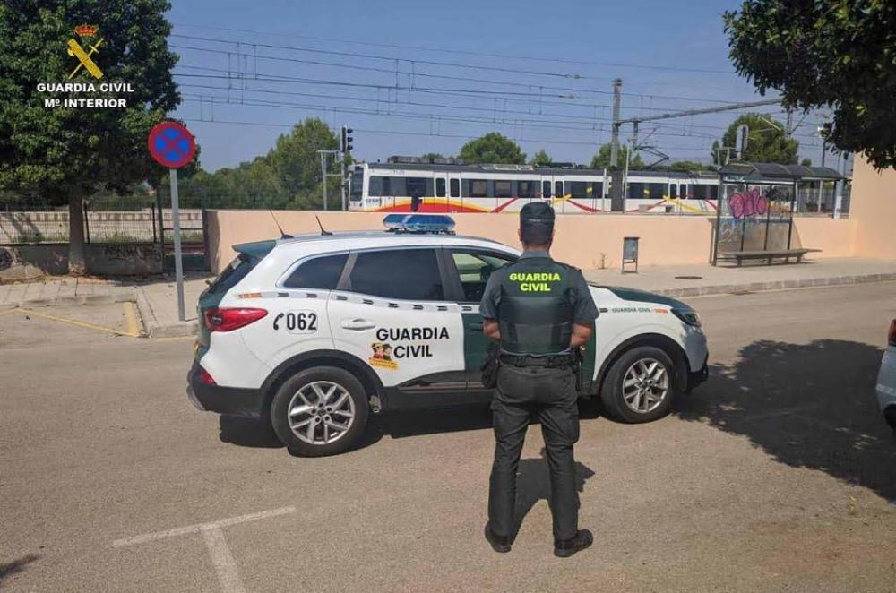La  Guardia  Civil  investiga  a  un  joven  por agresión a un vigilante de seguridad