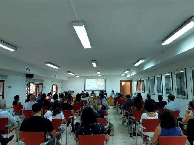 Expertos en derecho debaten sobre la regulación de los usos lingüísticos en las administraciones públicas