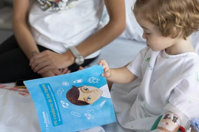 """Los niños ingresados reciben """"Mi cuaderno de Son Espases"""""""
