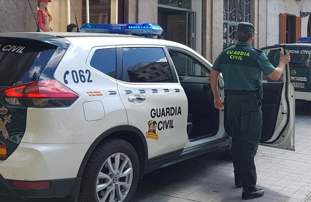 Se hizo pasar por policía para sustraer unas plantas de marihuana a un vecino de la localidad de Campos