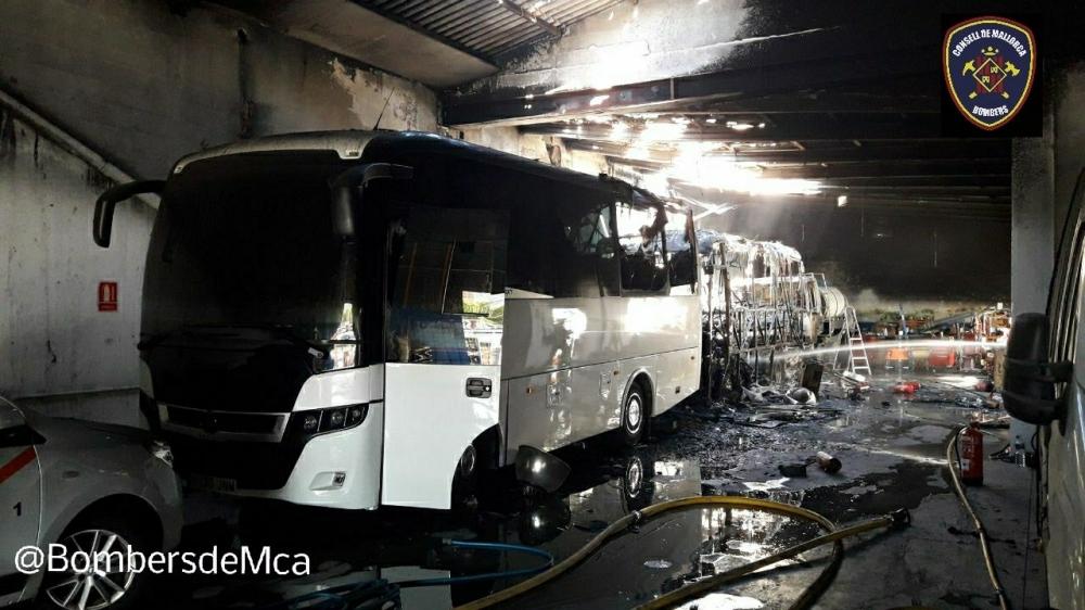 Incendio en unas cocheras de autocares de Andratx