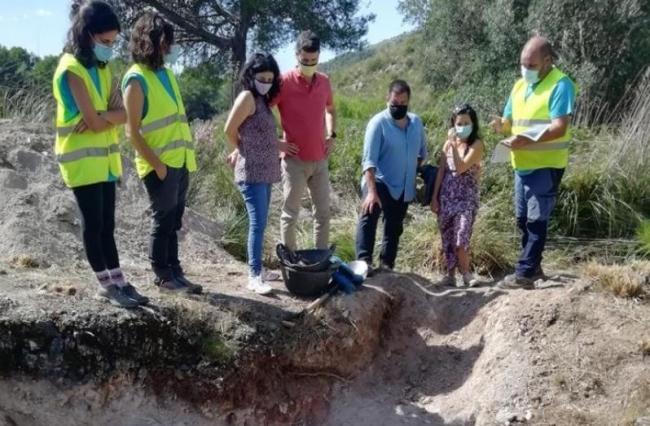 Empiezan las tareas de excavación para localizar una posible fosa en el Coll de Artà