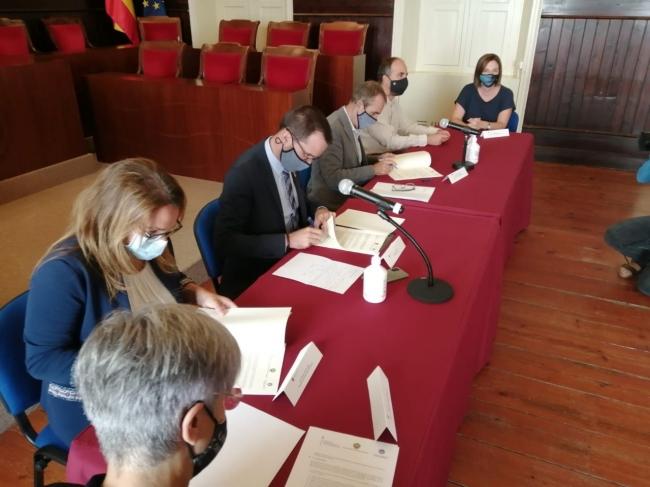 Govern, Consell de Menorca y Ayuntamiento de Mahón firman el convenio del Plan de Mejora de la Calidad del aire de la ciudad