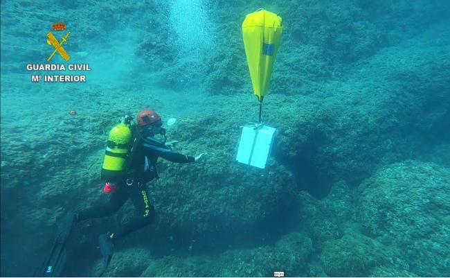 La Guardia Civil recupera una caja fuerte del fondo del mar sustraída de un domicilio de Cala Marçal
