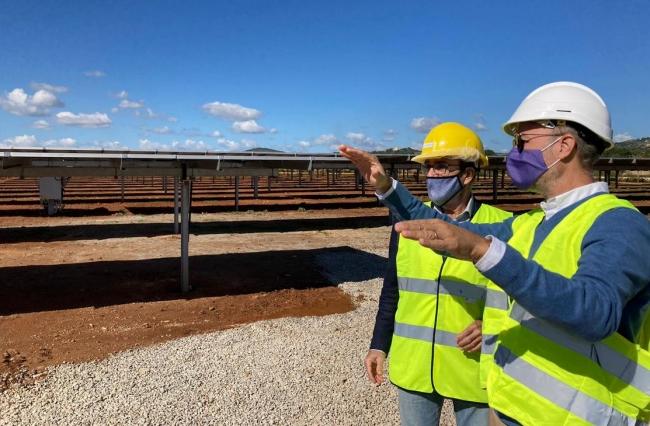 Yllanes visita lo que será el proyecto de autoconsumo privado del sector hotelero más grande de España