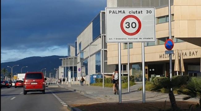 """El PP de Palma califica de """"temeridad"""" el panel de 30 km/h frente al Palacio de Congresos y pide su retirada inmediata"""