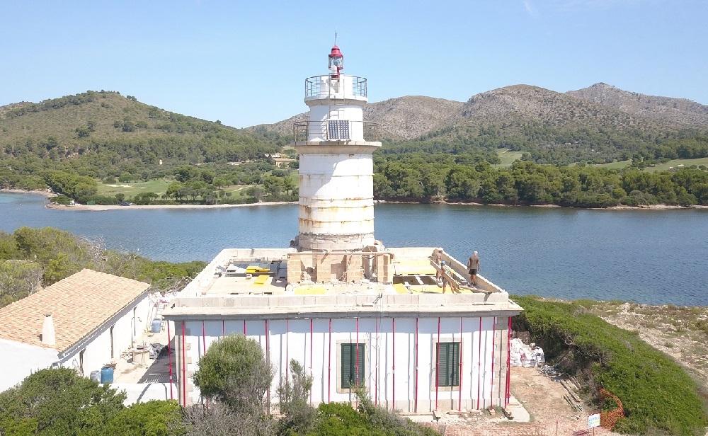 Finalizadas las obras de restauración de la cubierta del faro de Alcanada