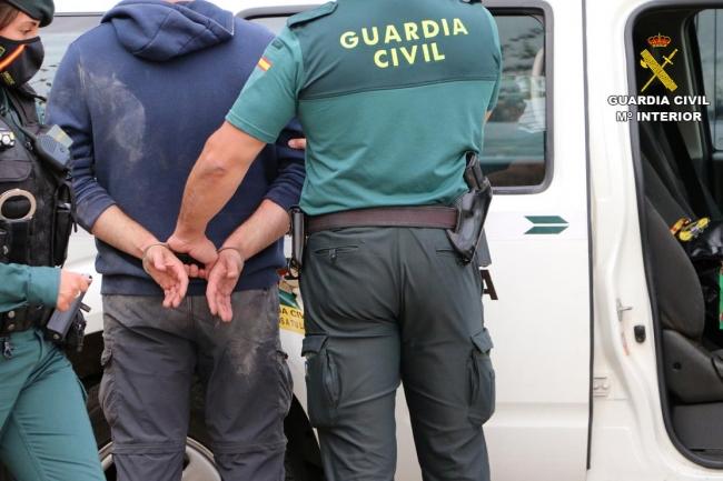 La Guardia Civil ha detenido a tres personas por delito de trata de seres humanos con fines de explotación sexual