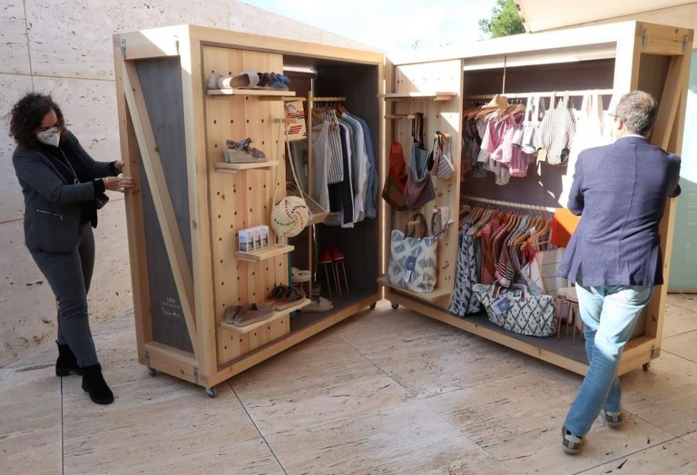 El vicepresidente Yllanes presenta un mueble expositivo transportable
