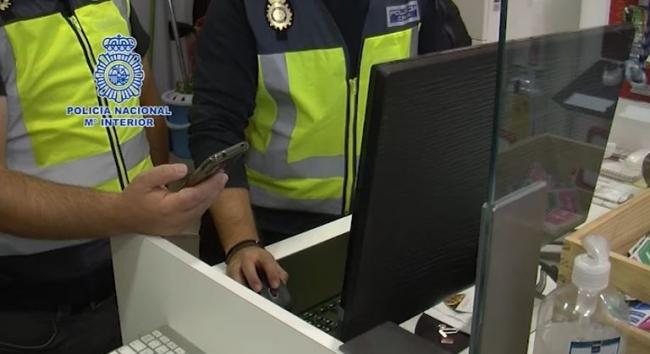 Detenidos 19 ciberestafadores que vaciaban las cuentas corrientes de sus víctimas a través del SIM swapping