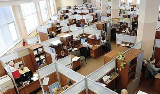 Tres de cada cuatro empleadas y empleados públicos trabajan de forma presencial en la Administración General del Estado