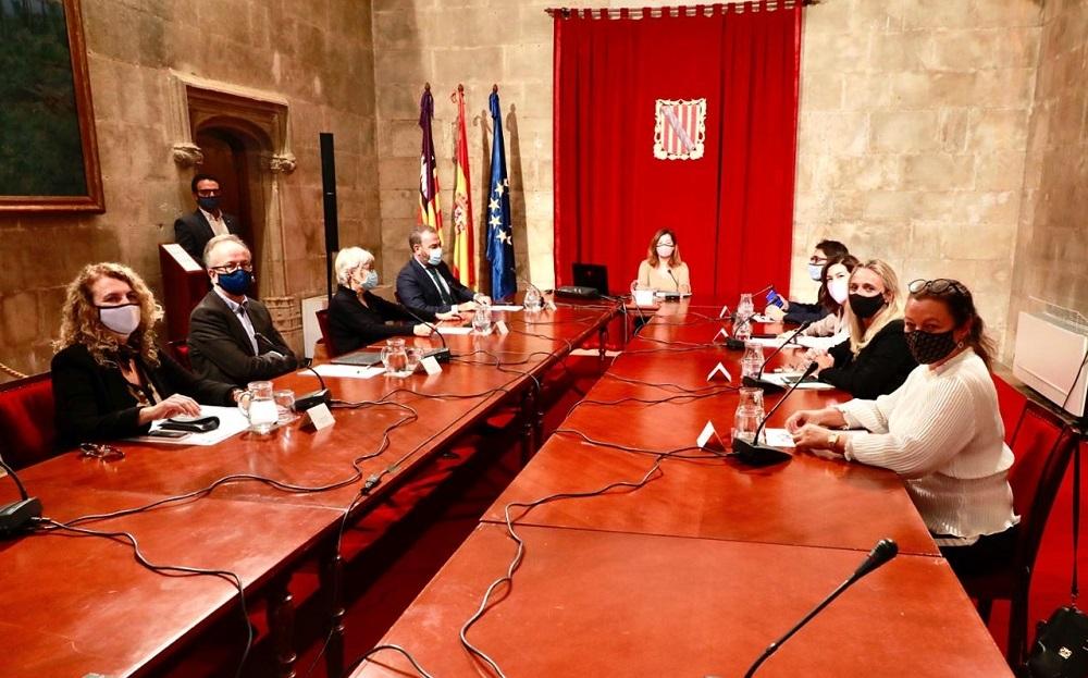 Reunión del Govern con el sector hotelero para un reinicio turístico seguro lo antes posible