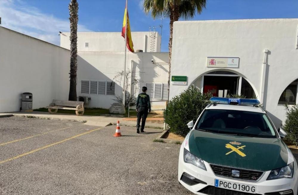 La Guardia Civil levanta acta por la celebración de un cumpleaños con 50 personas en San Antonio (Ibiza)