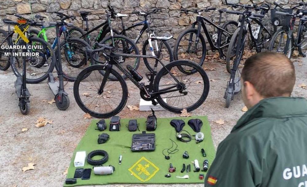 La  Guardia  Civil  ha  detenido  a  un  hombre por  robos  y  hurtos  de  bicicletas  en  varias localidades de Mallorca