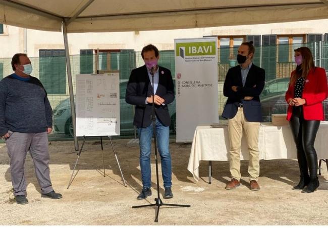 Primera piedra de una nueva promoción de vivienda pública de 22 HPO en Vilafranca de Bonany