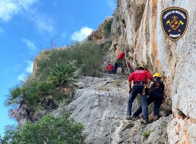 Bomberos de Mallorca rescatan a tres senderistas