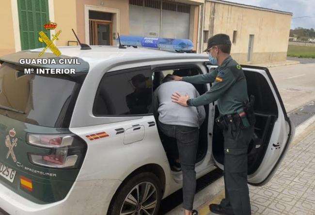 La Guardia Civil ha detenido a cuatro jóvenes por robos en viviendas y comercios de Can Picafort