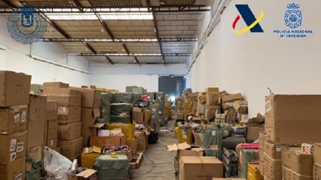 Desmantelado uno de los mayores centros de distribución de juguetes y productos sanitarios ilegales