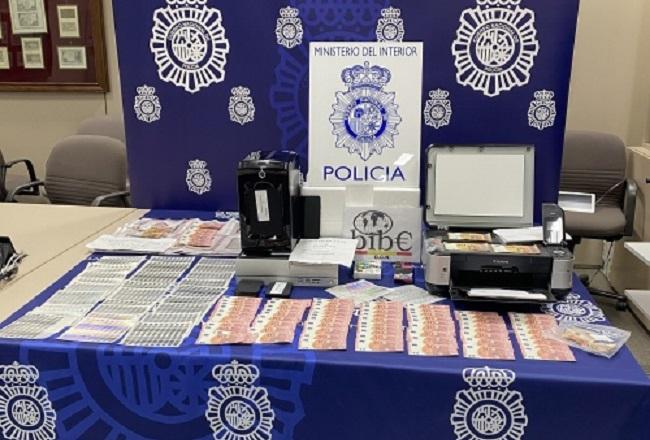 La Policía Nacional detiene a un menor por la fabricación y venta de billetes falsos de 10, 20 y 50 euros a través de Internet