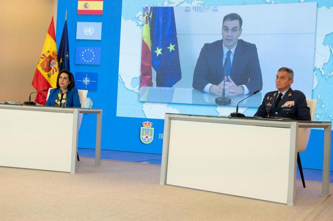 Sánchez elogia la labor de las tropas en su servicio a España y al resto del mundo en 2020