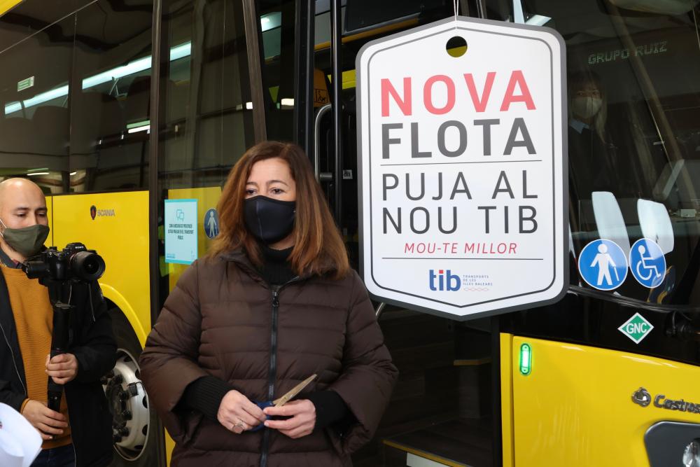 Armengol y el conseller Pons presentan los nuevos autobuses del servei TIB