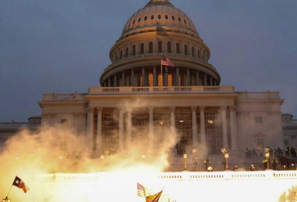 Cuatro fallecidos y 14 policías heridos en el asalto al Capitolio de EE.UU.