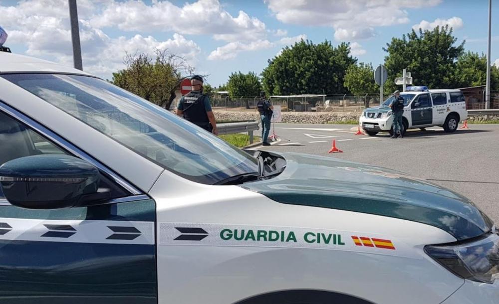 La  Guardia  Civil interviene  en  una  fiesta ilegal en una vivienda de Santa Gertrudis