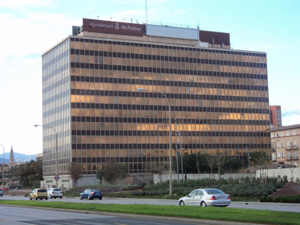 El Ayuntamiento de Palma firma un preacuerdo con Endesa que acaba con una década de litigios