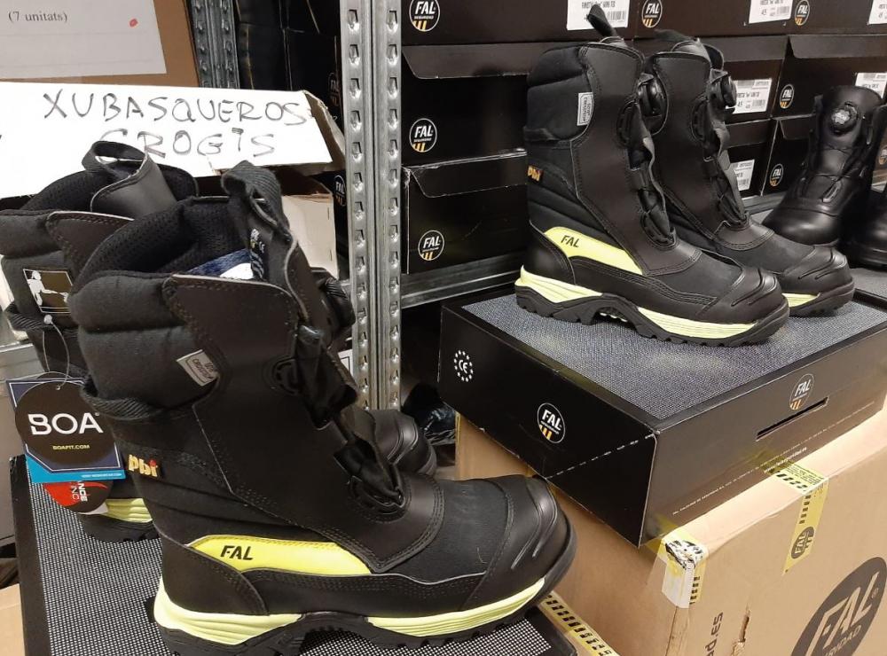 Los Bomberos de Palma estrenan botas nuevas