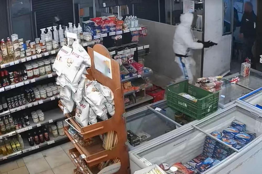 Atraco con una pistola en un supermercado de Son Rapinya
