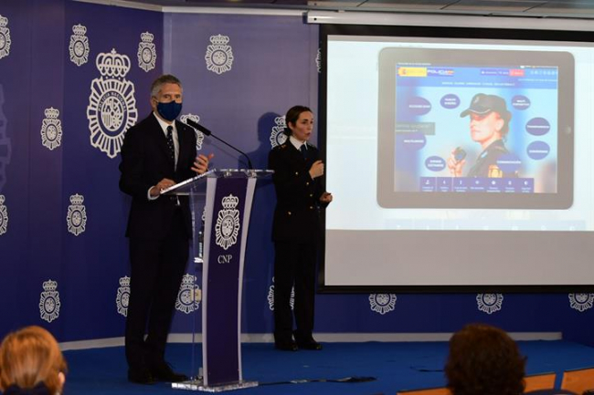 Grande-Marlaska señala que el proceso de transformación digital de la Policía Nacional acerca el cuerpo a la ciudadanía