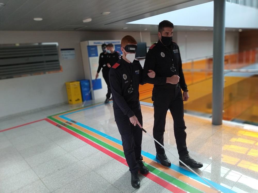 Policías locales se forman para la atención y auxilio de personas con necesidades especiales