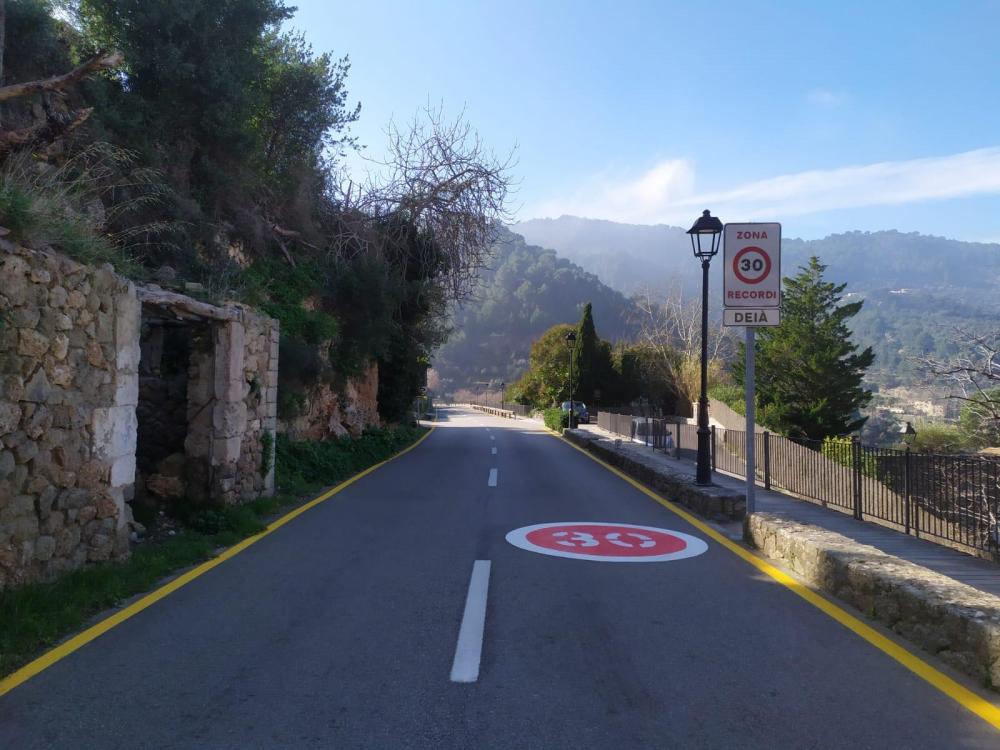 El Consell de Mallorca instala señales en Deià para reducir la velocidad