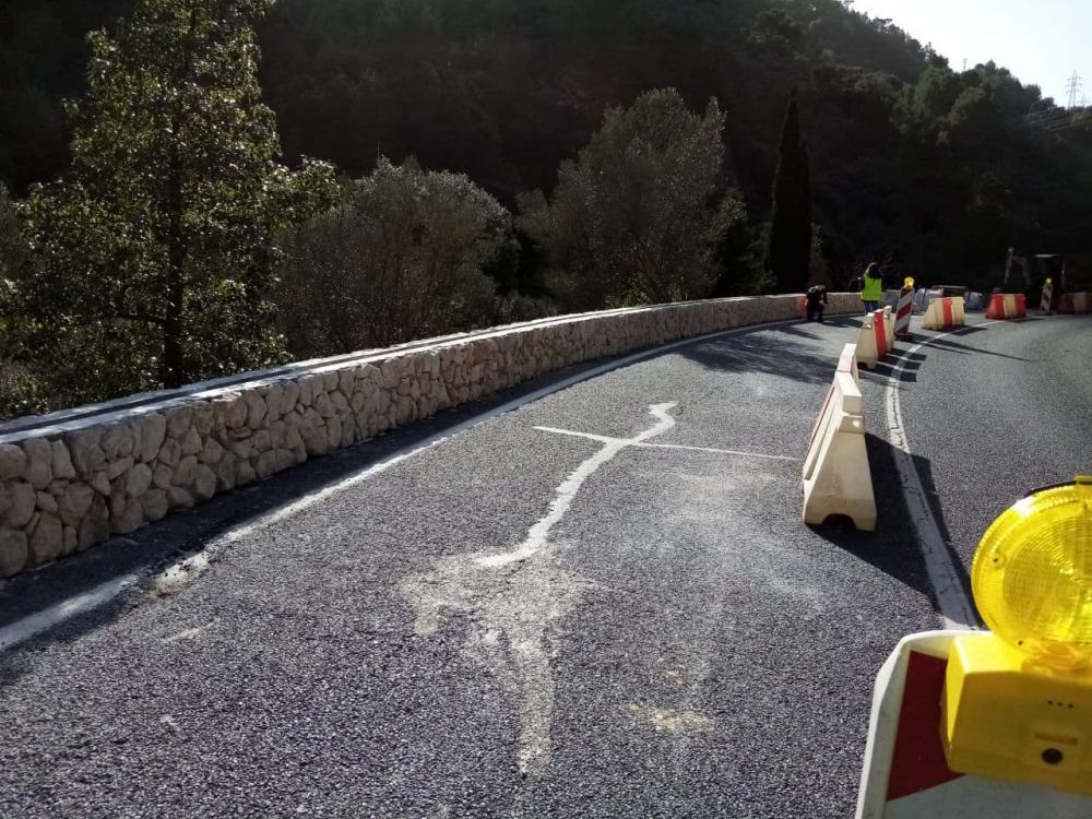 Sustituirán los polémicos muros de piedra natural de la carretera de Sóller para barreras de madera