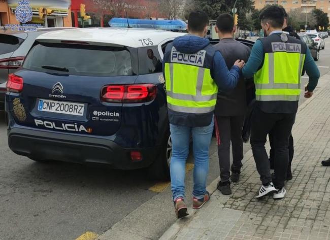 La Policía Nacional detiene a dos jóvenes en Palma por robar a mujeres de avanzada edad