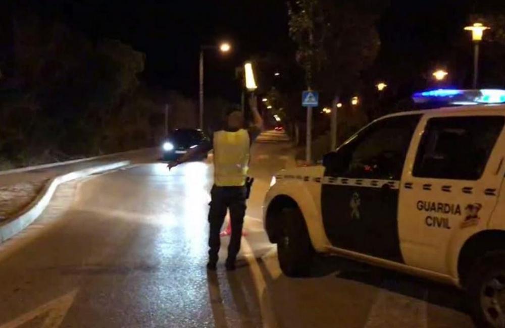 La Guardia Civil de Baleares denuncia a más de 70 personas por incumplir las medidas contra la covid-19 el pasado fin de semana