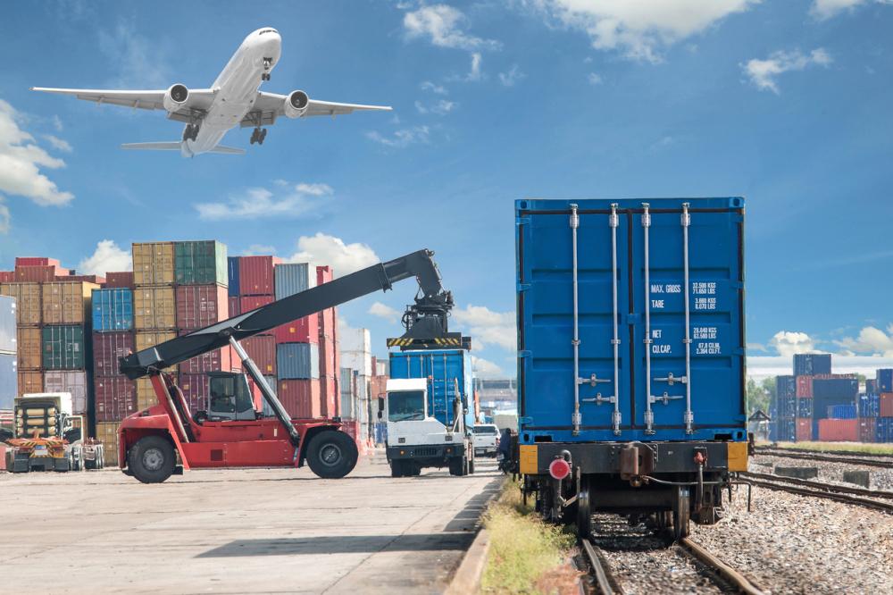 El Estado pide a la Comisión Europea eliminar para las Islas la regla que limita las ayudas en transporte de mercancías