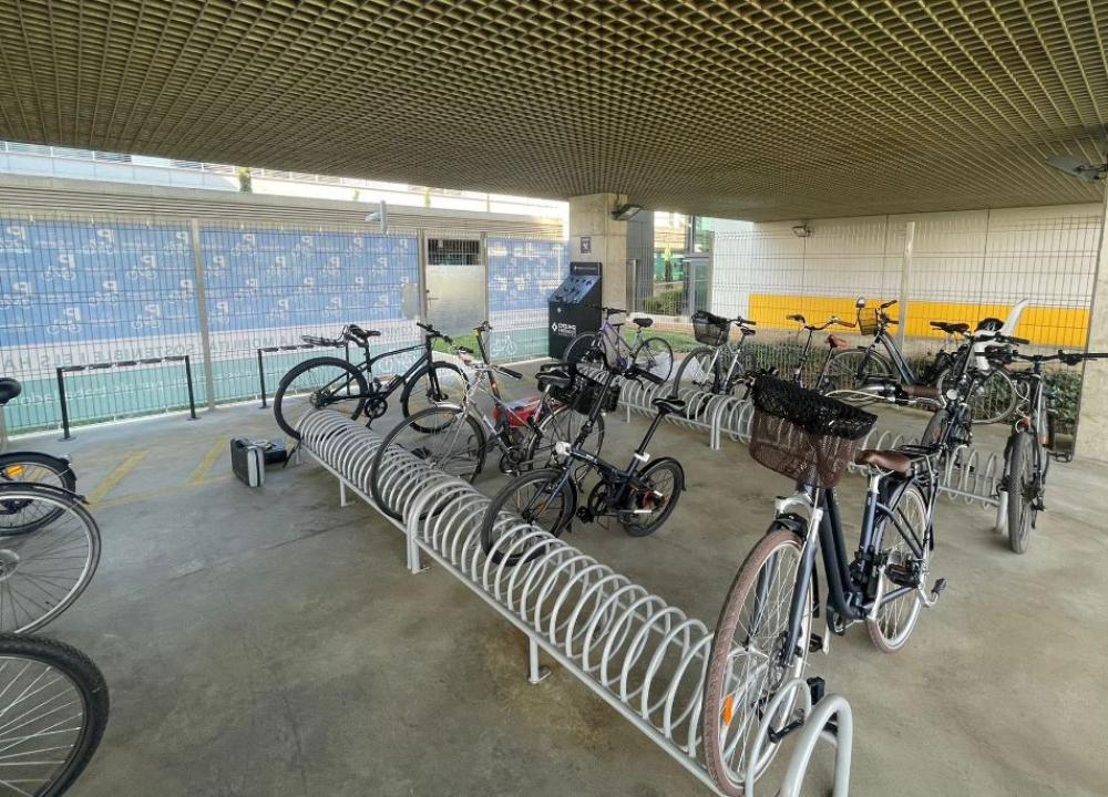 Son Espases finaliza las mejoras del parking de bicicletas y vmp's