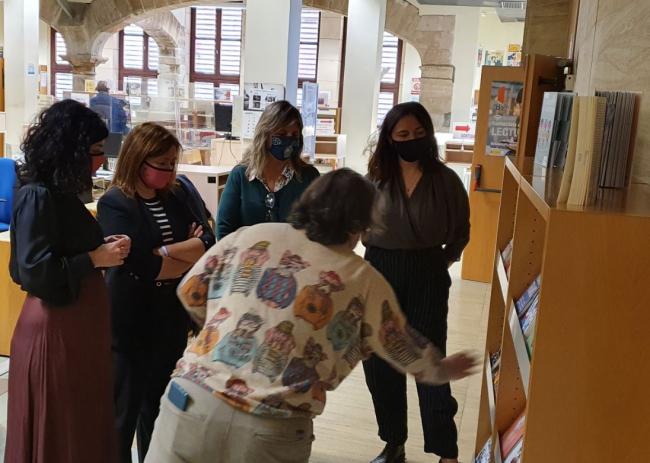 El Govern fomenta la presencia de libros sobre temática LGTBIQ+ en las bibliotecas públicas de las islas